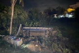 Lật xe khách, nhiều người may mắn thoát nạn