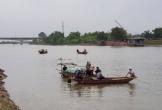 3 con nhỏ bơ vơ khi bố mẹ đi đánh cá bị lật thuyền tử vong trên sông