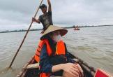 Thủy Tiên từng suýt bị lật thuyền khi cứu trợ mùa lũ
