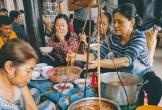 Bún bò Huế 'chuẩn auth': Khách tự phục vụ bún và rau, 70 năm vẫn giữ nguyên hương vị