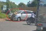 Ô tô cố tình bỏ chạy bất chấp CSGT bám chặn trước đầu xe