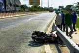 2 học sinh đi xe máy tông vào thầy giáo gãy chân rồi bỏ chạy