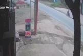 Xe tải bất ngờ rơi lốp, gây tai nạn kinh hoàng cho người đi đường