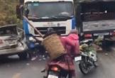 Xe tải lao thẳng vào đám đông, hàng chục người may mắn thoát chết