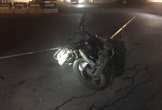 Nam thanh niên say xỉn điều khiển xe máy tông thẳng vào nữ nhân viên chốt kiểm dịch COVID-19