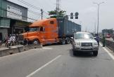 7 người hoảng sợ trong ô tô bị container tông trên quốc lộ