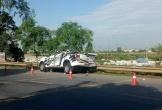 Xe bán tải va chạm với xe chở hàng, 4 người thương vong