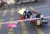 Va chạm với xe tải, người phụ nữ đi xe máy ngã xuống đường tử vong