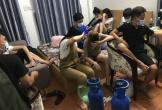 Bất chấp dịch Covid-19, hàng chục nam nữ ở Đà Nẵng tụ tập hút bóng cười