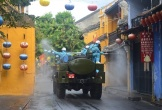 Quân đội phun khử khuẩn phòng dịch Covid-19 toàn quận Sơn Trà