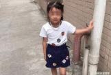 Cha mẹ chết lặng trước thi thể lạnh ngắt của con gái trong vườn nhà gã hàng xóm