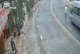 Lao thẳng vào đầu xe khách, nam thanh niên bị tông văng 5 mét