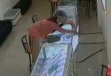Vờ mua hàng, bà bầu ra tay trộm điện thoại nhanh như chớp