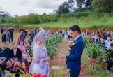 Chàng trai phố thị cưới được vợ vùng cao nhờ bị mắc kẹt