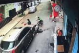 Kinh hoàng cảnh ô tô tông trúng 3 em nhỏ đi xe đạp ở Hòa Bình