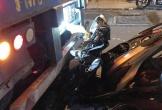 Xe máy gãy gập khi cắm thẳng vào đuôi xe container
