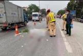 Nam thanh niên đi xe đạp gặp nạn nằm bất động giữa đường rồi container cán qua người