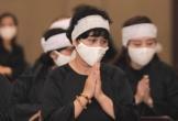Sao Việt an ủi NSND Minh Hằng vì chồng mất chưa đầy 49 ngày thì bố ruột lại qua đời
