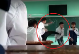 CLIP: Nam giáo viên liên tục đấm đá, lăng mạ nhiều học sinh ngay trên bục giảng