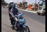 Nam thanh niên bịt kín mặt ngang nhiên chạy xe máy qua nhiều tuyến đường