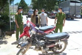 Về ngoại chơi, hai vợ chồng...tranh thủ đi trộm cắp xe máy