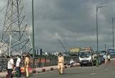 Người đàn ông đội mũ Gojek tử vong bất thường trên cầu Bình Lợi