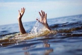 Cùng nhóm bạn đi tắm hồ, hai học sinh bị đuối nước