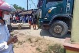 Bố lùi xe tải vô tình đè nhầm con trai gần 2 tuổi